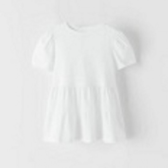 T-shirt with rounded neckline and short sleeves and ruffle at the bottom end