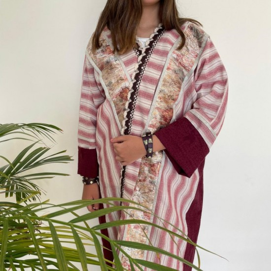 Women's Abaya Embroided in Golden Stripes